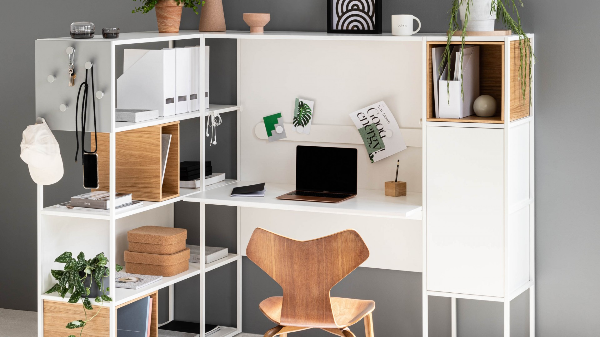 You can work the way you like it with our collection of Balma STEPPS modular shelving units!